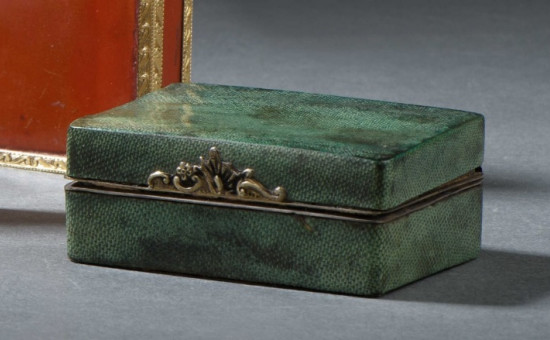 Coffret à mouches en galuchat vert et argent (18ème)