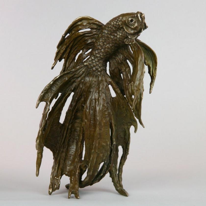 Statuette en fonte de bronze brune d'Andrzej Szymczyk